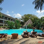 Travellers Beach Hotel – Half Board